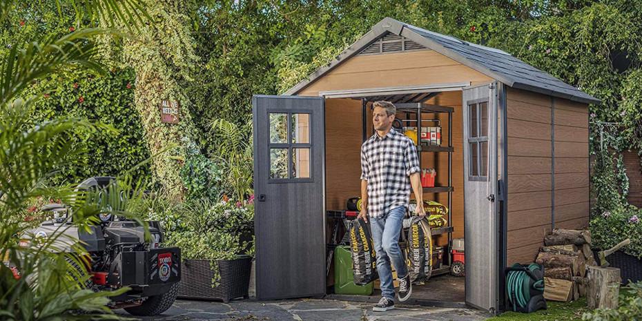 Das Newton-Gartenhaus aus Evotech im zeitlos klassischen Design gibt es in Grau oder Braun.