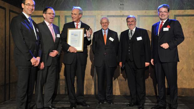 Hans Rudolf Müller (3. v. l.) freute sich 2010 zusammen mit den Juroren und Laudatoren.