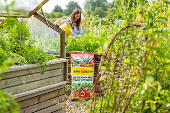 Als Aktionsartikel ist die torfreduzierte Floragard Bio Hochbeet- und Gewächshauserde geplant.