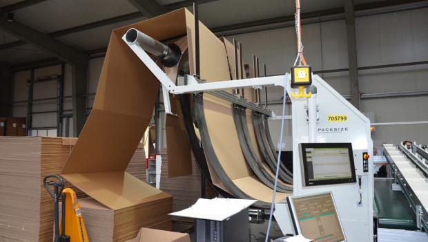 Jeder Karton ist anders: Durch eine Lösung von Packsize passt Facido die Kartons individuell an die zu verpackenden Produkte an.