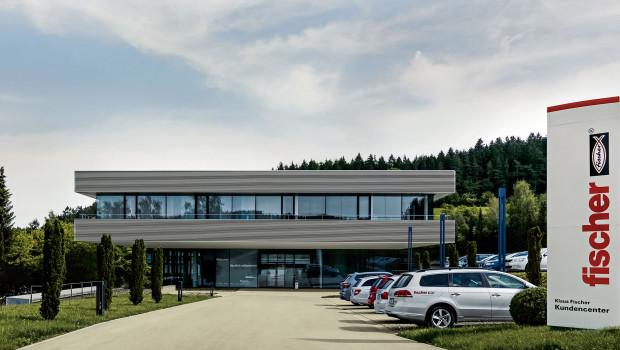 Blick auf das Klaus-Fischer-Kundencenter am Hauptsitz in Tumlingen.