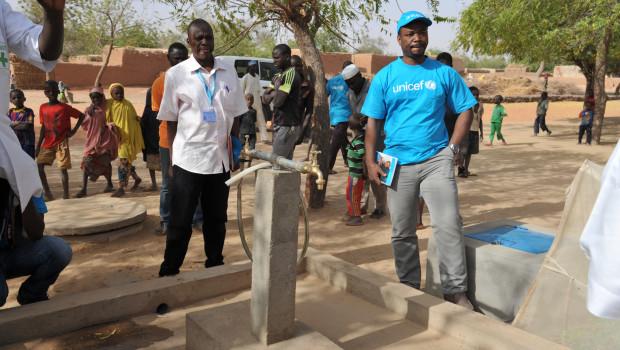 Mit Projekten für die Wasser-, Hygiene- und Sanitärversorgung unterstützt Unicef vor allem die Landbevölkerung des Niger wie hier in der Gemeinde Groumdji in der Region Maradi.