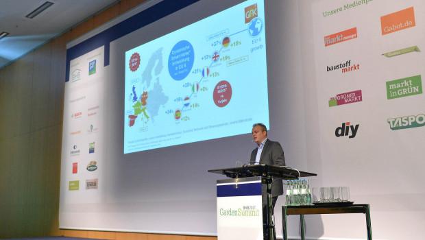 Christian Knapp stellte auf dem BHB-Garden-Summit aktuelle Zahlen aus dem Gartenmarkt vor.