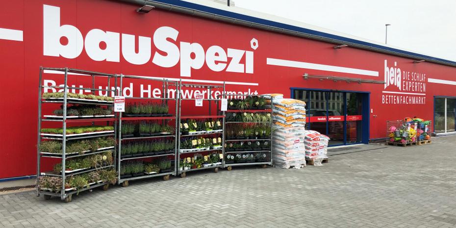 Bauspezi-Baumarkt (links), Heia-Bettenfachmarkt (rechts), Oppenheim.