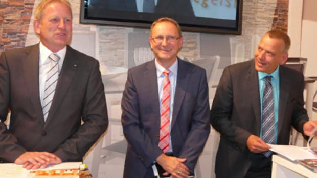 EK-Vorstand Bernd Horenkamp (l.), Bereichsleiter Andreas Lück (M.) und Vertriebsleiter Clemens Herrmann berichteten auf der Spoga+Gafa über die Saison 2013.