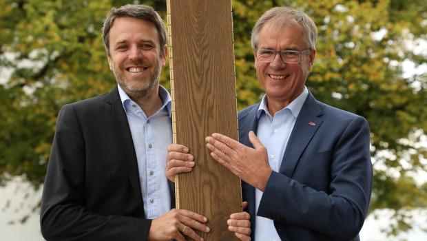 Nach 36 Jahren verabschiedet sich Ewald Fischer (re.) in den Ruhestand. Mit Gerold Schmidt folgt eine erfahrene Führungskraft aus dem eigenen Hause nach, so Haro.