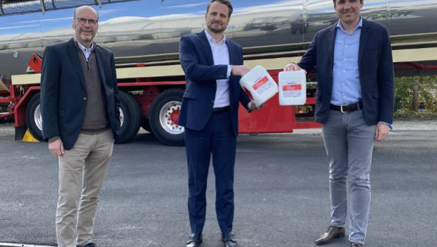 Ingo Fuchs, Geschäftsführer Produktion und Logistik der Remmers Gruppe AG; Oliver Schwegmann, Vorstand der Berentzen-Gruppe Aktiengesellschaft und Dirk Sieverding, Vorstandsvorsitzender der Remmers Gruppe AG (v. l. n. r.). Bild: Remmers, Löningen.