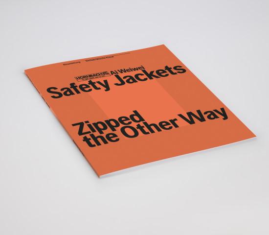 """""""Safety Jackets Zipped the Other Way"""" wird von einer Publikation begleitet, die zugleich Bauanleitung und Kunstbuch ist."""