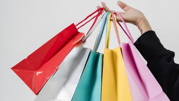 Die Kauflaune der Verbraucher wird von Maskenpflicht und Abstandsregeln zwar getrübt. Doch die Konsumenten haben gut gefüllte Portemonnaies, und sie wollen konsumieren.