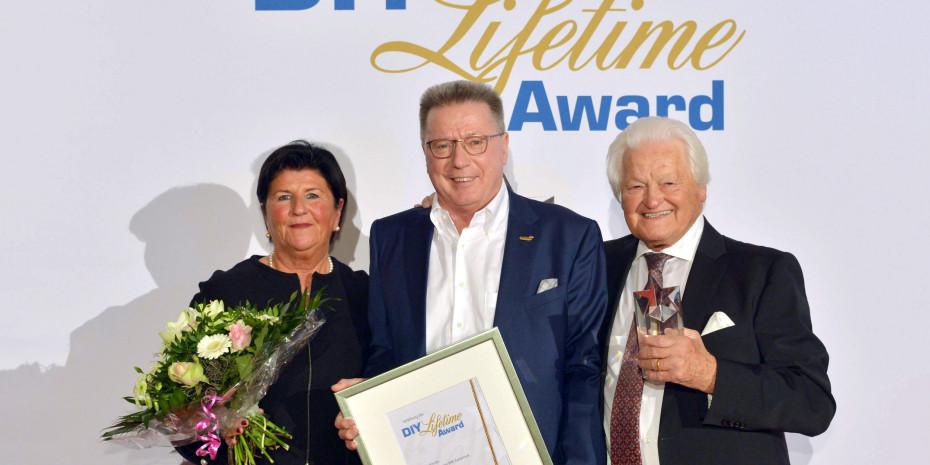 DIY Lifetime Award, Herta Schulz, Laudator Erich Huwer, Dieter Schulz (v.l.)