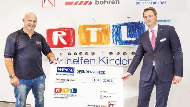 Wenko Geschäftsführer Niklas Köllner (r.) und Markenbotschafter Detlef Steves im Einsatz für einen guten Zweck.