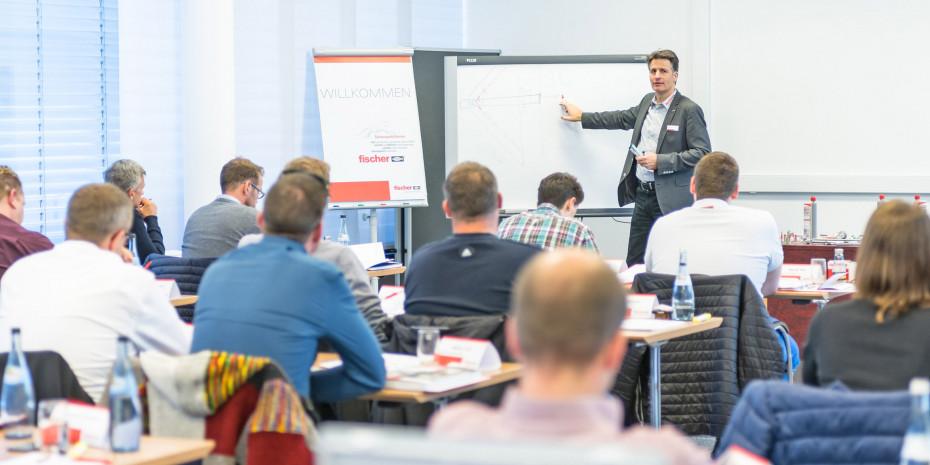 Neben Weiterbildungsmöglichkeiten im jeweiligen Fachbereich können die Beschäftigten auch Schulungsangebote wie Sprach- oder Musikkurse nutzen.
