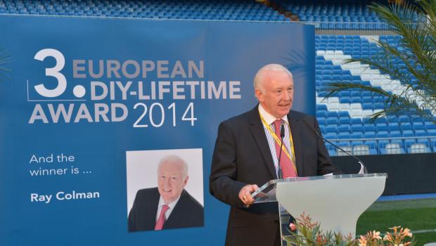 Würdiger Preisträger: Ray Colman, der ehemalige CEO von Woodie's DIY, erhielt auf dem dritten European Home Improvement Forum in Madrid den European DIY-Lifetime Award.