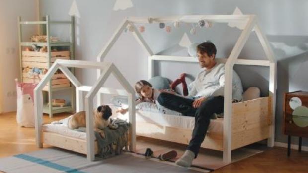 2 Szene aus dem Kampagnen-TV-Spot - hier zu sehen: OBI Selbstbaumöbel Kinderbett Moritz. [Bild: Obi]