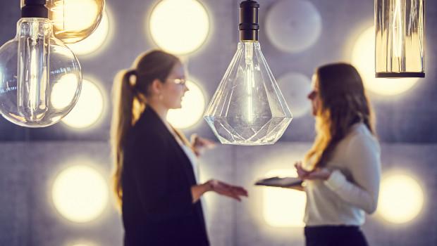 Die Veranstaltung bietet Möglichkeiten zum Austausch über Neuheiten, Innovationen und Zukunftstrends in der Lichtbranche.