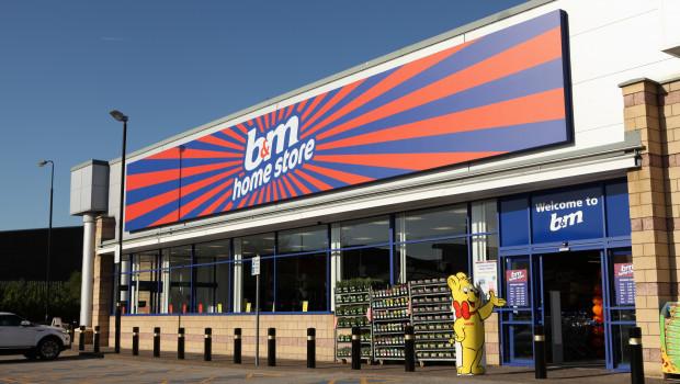 B&M betreibt in Großbritannien Home Stores, die auch über Gartenabteilungen und zum Teil über eigene Gartencenter verfügen.