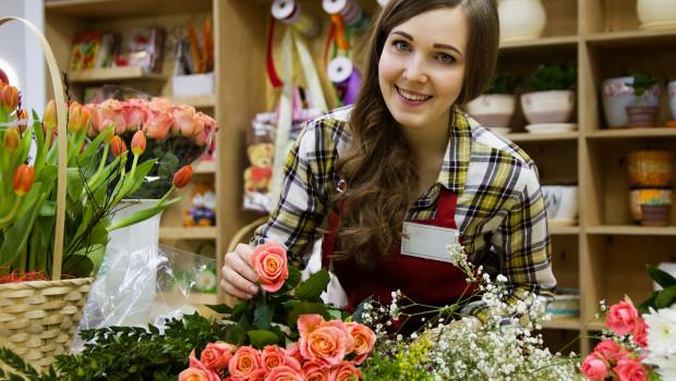 Laut einer kurz vor der Ausstatter-Messe EuroCis erschienenen Untersuchung, schätzen Kunden trotz Digitalisierung weiterhin gutes Verkaufsfpersonal. [BIld: pixabay/nastya_gepp]