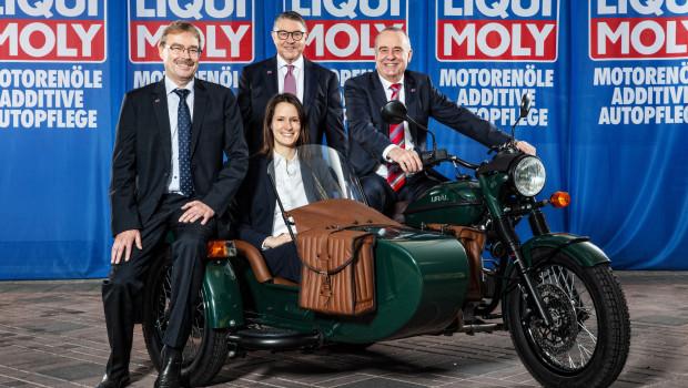 Können inzwischen im Rückblick auf 2019 wieder strahlen: Liqui Moly-Geschäftsführer Günter Hiermaier, Marketingleiter Peter Baumann, Geschäftsführer Ernst Prost (von links) sowie Alexandra Holzwarth (Assistentin der Geschäftsführung).