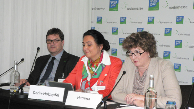 Koelnmesse-Geschäftsführerin Katharina C. Hamma (r.) und Johannes Welsch vom IVG stellten die Pläne für den Tag des Gartens zusammen mit Désirée Derin-Holzapfel, Vorsitzende des Spoga-Fachbereits, vor.