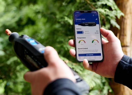 Das Multifunktionswerkzeug Dremel 8260 lässt sich per Bluetooth mit einem Smartphone verbinden.