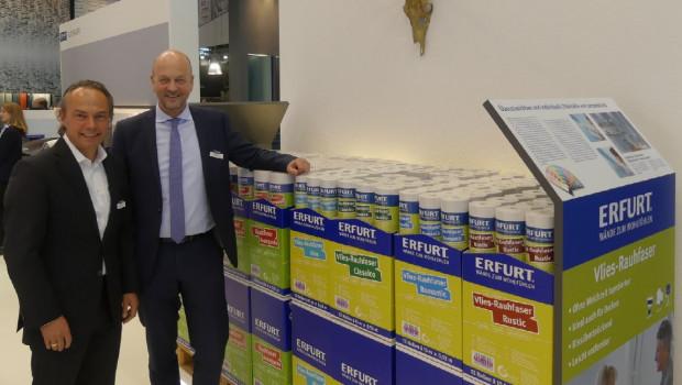Erfurt kehrt nach Jahren der Abstinenz auf die Heimtextil zurück. Im Bild v. l.: Marketingleiter Frank Seemann und Inhaber Martin Erfurt.
