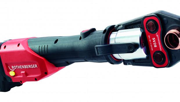 Die erste Maschine mit der neuen Akku-Schnittstelle ist die Romax 4000 zum Verpressen von Fittingen in der Rohrverbindung.