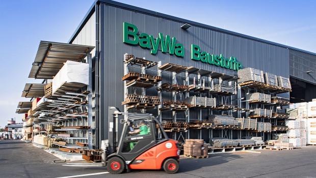 Im Baustoffbetrieb von Baywa Baustoffe in Großwallstadt dreht einer von rund 300 elektrisch betriebenen Gabelstaplern seine Runden.