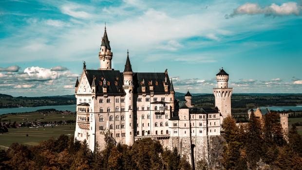 Hat Corona-bedingt wie demnächst die Baumärkte in Bayern auch meistens zu: Schloss Neuschwanstein im Allgäu.