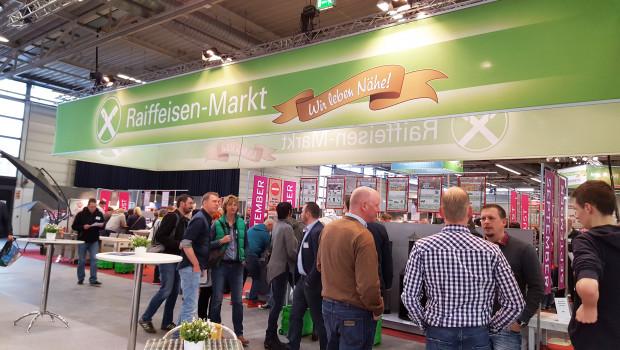 """Auf dem """"Markt der Möglichkeiten"""" informierten sich die Besucher aus den Raiffeisen-Märkten der Agravis unter anderen über Platzierungskonzepte und den Online-Handel."""