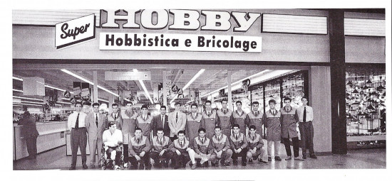 50 Jahre Obi, Mitarbeiterzeitschrift Forum, Markteröffnung Italien