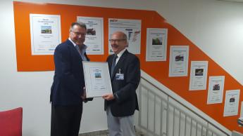 Erich Huwer nahm Auszeichnung für Globus Baumarkt entgegen