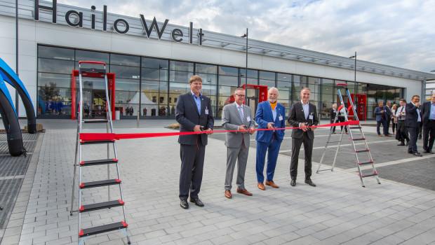 Eröffnung der Hailo-Welt. Im Bild v. l.: Sebastian Loh, Mario Schramm (Bürgermeister der Stadt Haiger),  Joachim Loh und Geschäftsführer Jörg Lindemann.