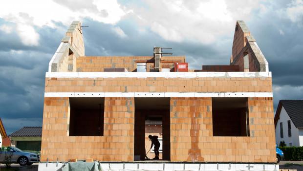 Die Genehmigungszahlen für Einfamilienhäuser stagnieren. Foto: LBS
