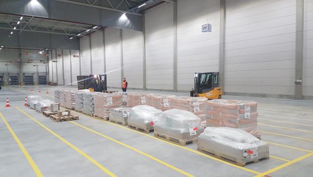 Seit dem 8. Januar 2018 werden die Baumärkte der Hornbach Baumarkt AG in Österreich, Rumänien, Tschechien und der Slowakei aus dem neuen Cross-Docking-Center in Enzersdorf an der Fischa mit Ware beliefert.