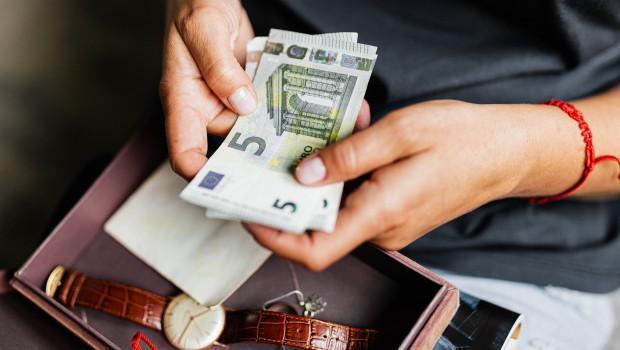 Auch für ihre Konsumausgaben steht den Europäern in diesem Jahr deutlich weniger Geld zur Verfügung.