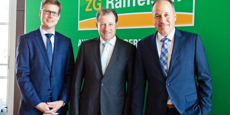 Der scheidende Vorstandsvorsitzende Ewald Glaser (M.) erläuterte zusammen mit den Vorständen Lukas Roßhart (r.) und Holger Löbbertdie Bilanz 2019 der ZG Raiffeisen.