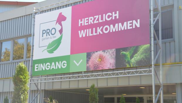 Nach links ins Grüne, nach rechts in Richtung Pink zum Heimtierbereich: Die Pro Garten & Tier in Kassel hatte Premiere.