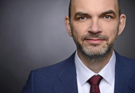 """Ulrich Reinhardt, Professor an FH Westküste in Heide, ist Wissenschaftlicher Leiter der """"Stiftung für Zukunftsfragen"""" – und Bastler."""