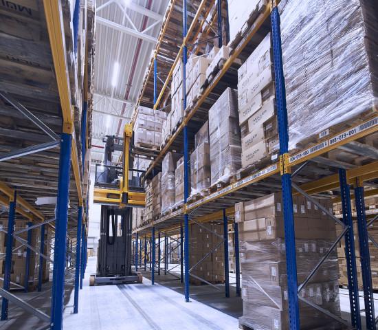 Innenansicht des neuen Logistikzentrum am Hauptsitz von Müller-Licht in Lilienthal. [Bild: Müller-Licht]