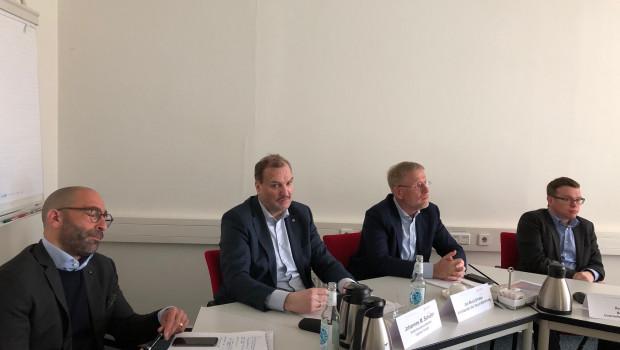 Pressekonferenz in Soltau (v. l.): Stefan Sandor, Mit-Initiator des New Deals, Aufsichtsratschef Johannes Schuller, Geschäftsführer Jan Buck-Emden und Pressesprecher Frank Roth.
