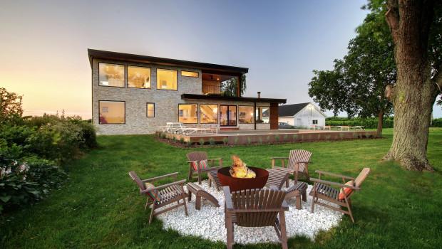 Entspannen und sich unterhalten - dafür schaffen Hausbesitzer Plätze in ihren Gärten und lassen sich das auch einiges kosten. Foto: Houzz.de