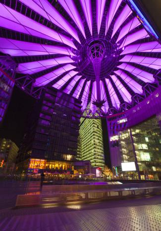 Sony Center: Zwölf Jahre nach der Eröffnung erhielt das Sony Center in Berlin eine moderne LED-Beleuchtung.