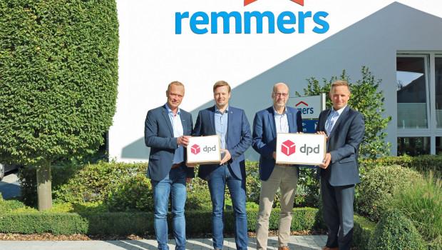 Seit mehr als 15 Jahren arbeiten Remmers und DPD zusammen: v. l. n. r. Klaus Korfhage (Leiter Transportlogistik bei Remmers), Jan-Hendrik Voss (Leiter SCM und Logistik bei Remmers), Ingo Fuchs (Geschäftsführer für Produktion und Logistik bei Remmers) und Kai Rietenbach, Cluster Sales Manager bei DPD Deutschland.