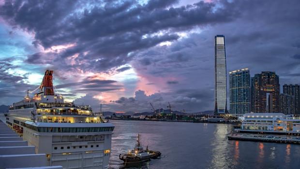 Die Hafensilhouette von Hongkong: Asien ist der E-Commerce-Hotspot der Gegenwart (Bild: Pixabay).