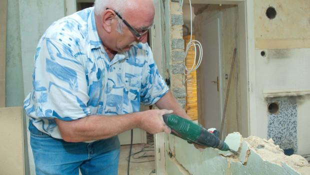 Die Älteren planen Projekte rund ums Wohnen: Die Hälfte der über 50-Jährigen will umbauen oder renovieren. Foto: LBS