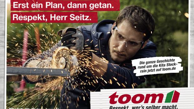 """Eltern, Erzieher und Helfer der Kita Stockrain in Auenwald stehen im Mittelpunkt der neuen """"Respekt""""-Kampagne von Toom."""