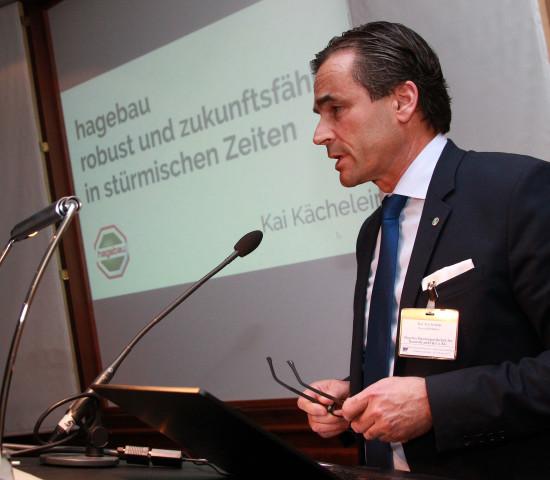 Kai Kächelein stellte in Frankfurt/Main den Werkstatt-Teilnehmern die Hagebau vor.