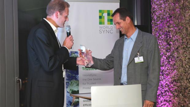 Gerd-Dieter Müller (r.), Key Account Service Manager von Gardena Deutschland, hat die Auszeichnung entgegengenommen.