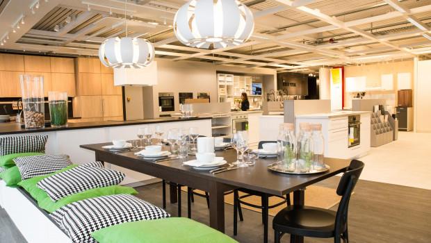 Auf rund 500 m² gibt es in der Bestell- und Abholstation in Ravensburg einen kleinen Ausstellungsbereich mit den Produktserien Pax, Metod, Bestå und Godmorgon.