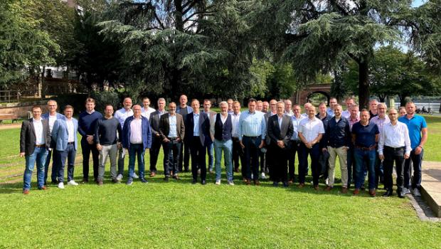 Die Mitglieder der Fachgruppe Galabau in der Eurobaustoff haben sich auf ihrer Herbsttagung Anfang September nach den Online-Treffen der vergangenen Monate erstmals wieder persönlich ausgetauscht.